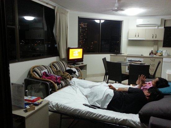 Voyager Resort: queen size sofa bed in living room