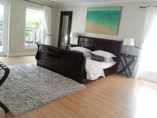Ocean Eleven Guesthouse : master bedroom