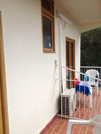 Hotel Palma Mazas: nel mio balcone la finestra del bagno dei miei vicini