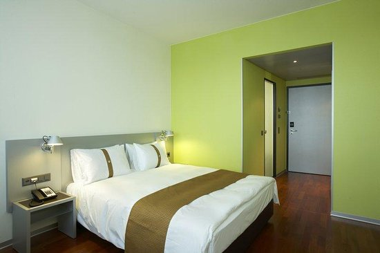 Holiday Inn Zürich Messe: Standard Guest Room with free Internet access