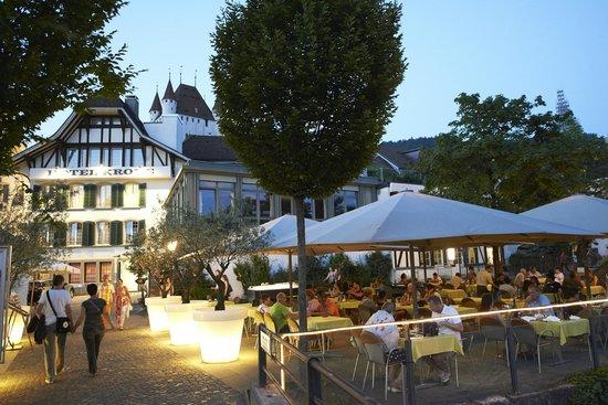 Krone Hotel-Restaurant: Terrasse direkt am Fluss