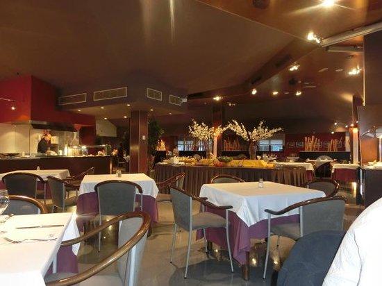 Hotel Acta Arthotel : la salle du restaurant à l'étage