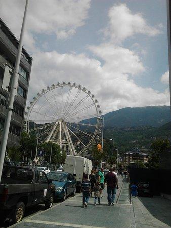 Hotel Acta Arthotel: La grande roue à proximité de l'hôtel