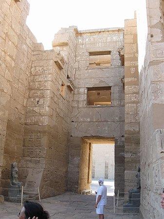 Temple of Medinat Habu: Внутренний двор