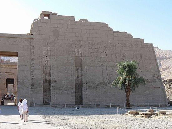 Temple of Medinat Habu: Правое крыло главного входа