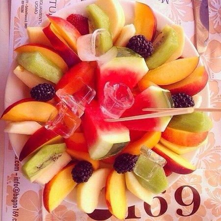 Piatto di frutta fresca che si delizia foto di bagno 169 - Frutta che fa andare in bagno ...