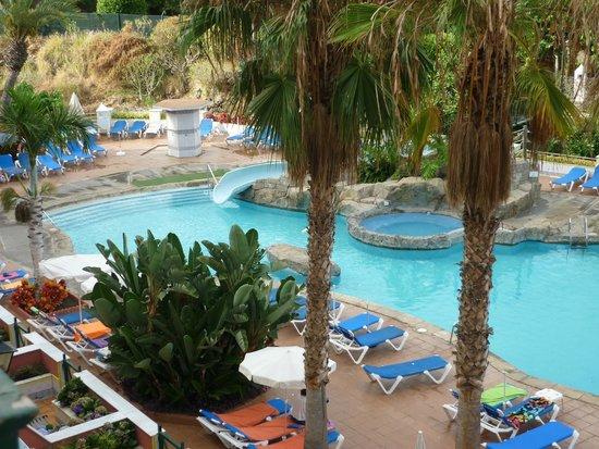 """diverhotel Tenerife Spa & Garden: Blick vom """" Teide-Blick Doppelzimmer """" auf Pool"""