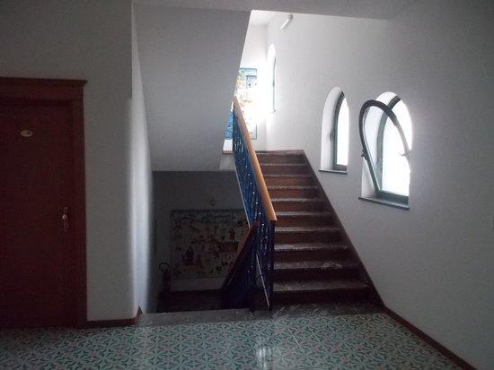 Hotel Ambasciatori: rampa di scale interna