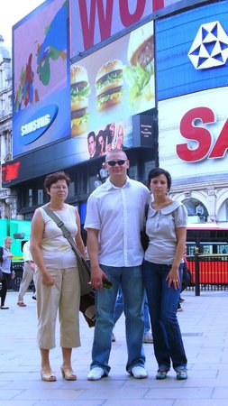 Piccadilly Circus : Z reklamami w tle