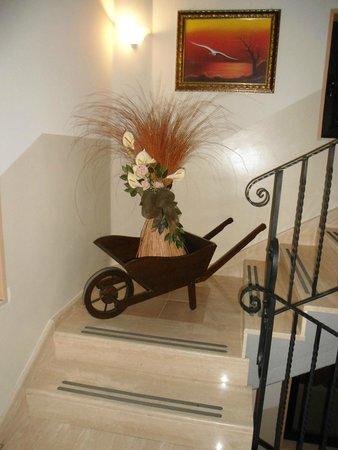 Hotel Bacco: Scala accesso al piano: ornamento