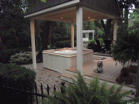 Historic Davy House B&B Inn: The Hot Tub Open 24/7