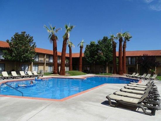 Crystal Inn Hotel & Suites St. George: schönes Außenschwimmbecken