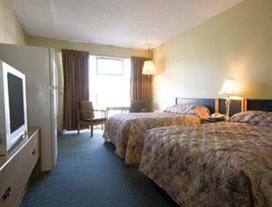 Knights Inn Regina : Guest Room