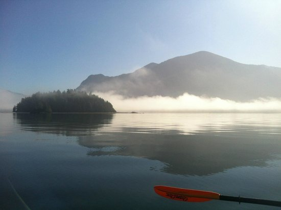Long Beach Lodge Resort: Kayak trip out of Tofino (misty morning) Jamies.