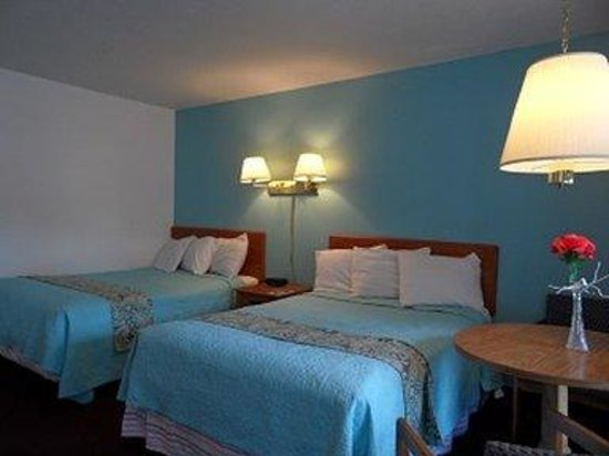 Pinebrook Motel: Guest Room