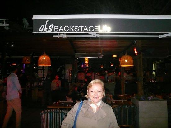 Patio Bellavista: Em frente do Restaurante Backstage life
