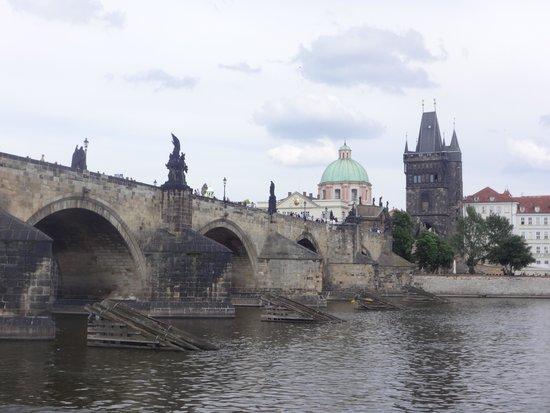Puente de Carlos: View of charles bridge