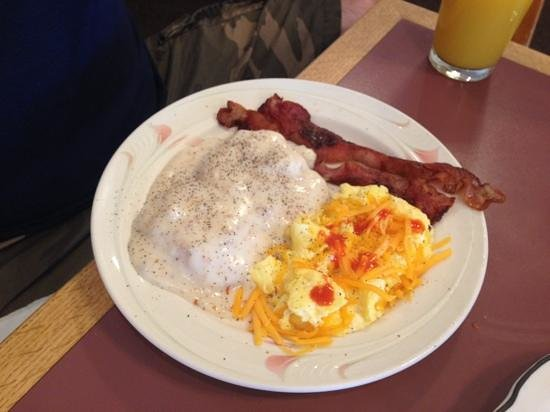 Mary's Hash House: Biscuits and Gravy, bacon and eggs