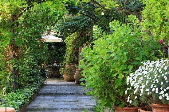 Villa Regalido : Garden Patio