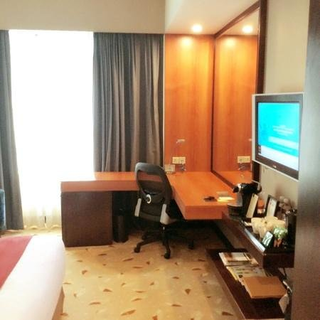 Royal Plaza on Scotts: My Royal Club Premier Room