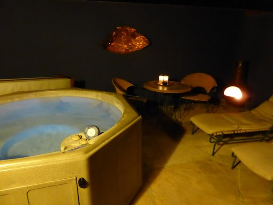 The Rossi Hotel: Velvet Hacienda - outdoor spa