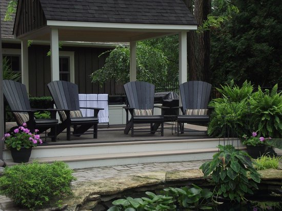 Historic Davy House B&B Inn: Relax in Style overlooking the Koi Pond...