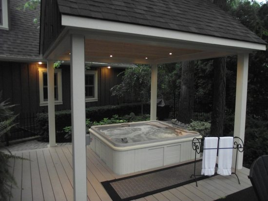Historic Davy House B&B Inn: Check out our new & improved Hot Tub Area
