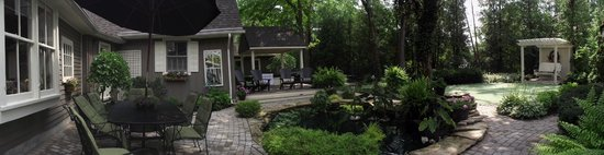 Historic Davy House B&B Inn: Relax in the Courtyard....