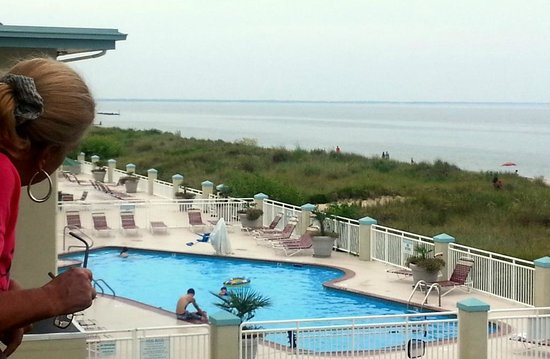 BEST WESTERN PLUS Holiday Sands Inn & Suites : View from second floor balcony