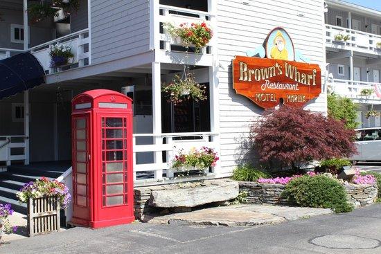 "Brown's Wharf Inn : Sign of this ""Motel"""