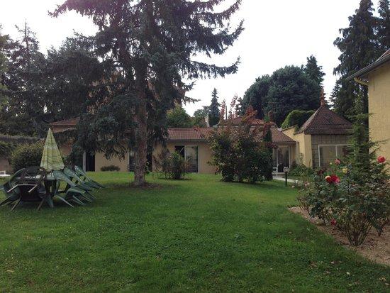 Ecole des Trois Ponts : Courtyard