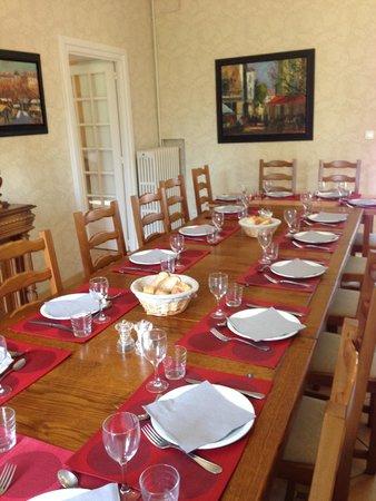 Ecole des Trois Ponts : The communal dining table