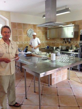 Ecole des Trois Ponts : Owner René and Chef Régis in the kitchen