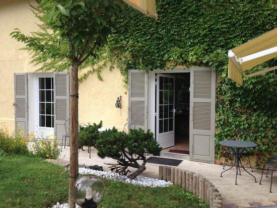 Ecole des Trois Ponts : Entry to the villa