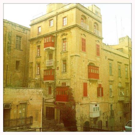 Luciano Al Porto Boutique : building