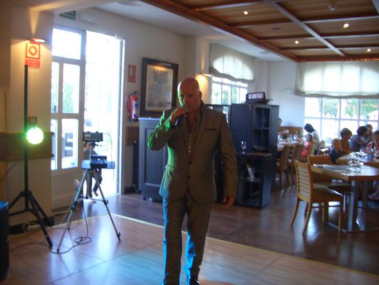 Marriott's Playa Andaluza: Anthony Wolfson, great singer, really nice bloke!