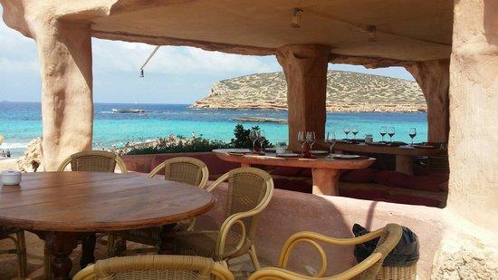 Cala Comte: The restaurant in the shore