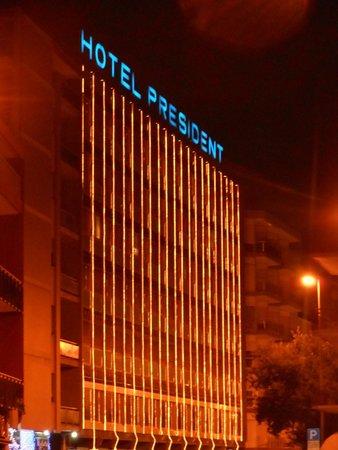 Hotel President: cascata di luci