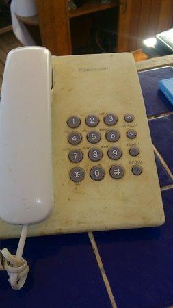 Le Meridien Dahab Resort: telefon na plaży - nie czyszczony od nowości?!