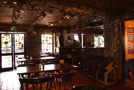 Swizzle Inn : the decor