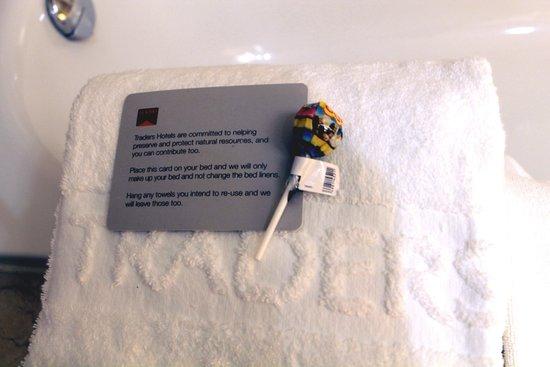 Traders Hotel, Kuala Lumpur: Lollipop on my towel