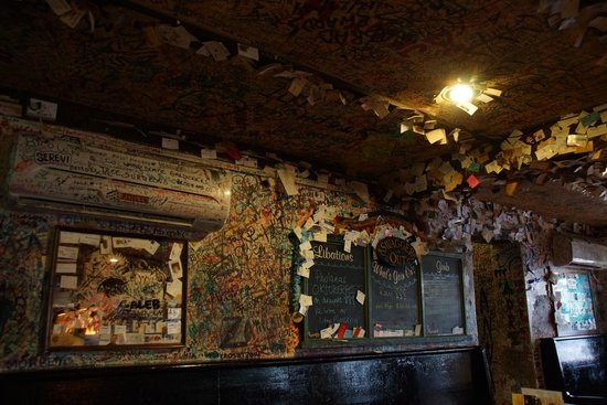 Swizzle Inn : inside