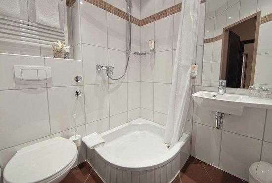 Novum Hotel Savoy Hamburg Mitte: Bathroom