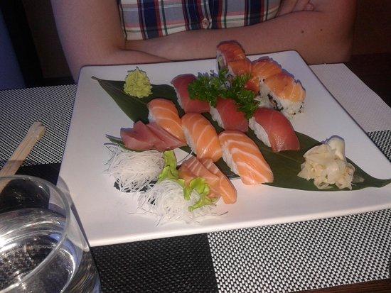 Fuji Sushi: Mix Salmone tonno