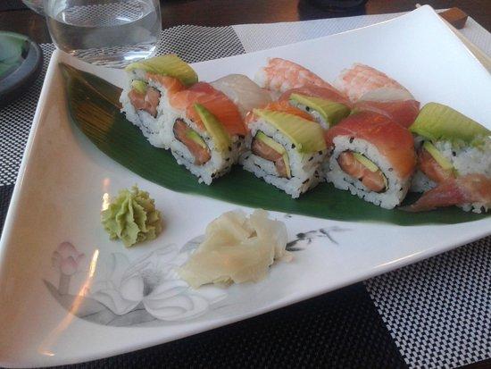 Fuji Sushi: Rainbow sushi (+ nighiri gamberi)