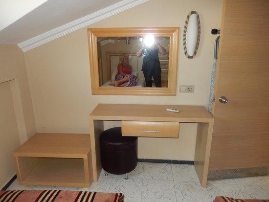 Candan Apart Hotel : bedroom