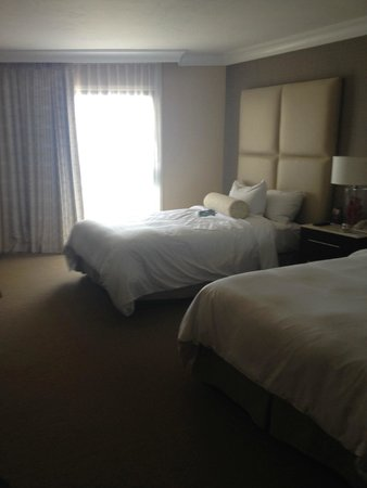 The Waterfront Beach Resort, A Hilton Hotel : Double room