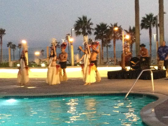The Waterfront Beach Resort, A Hilton Hotel : Hawaiian ceremony by the pool