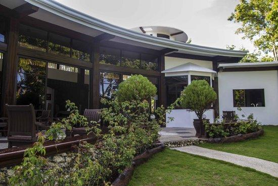 Padre Burgos Castle Resort: bar/restaurant