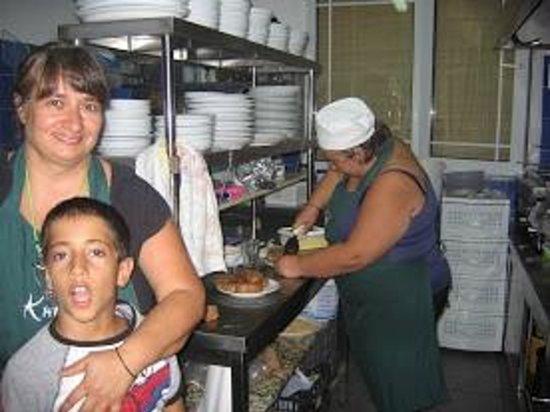 Taverna Kipos Garden : Seeing my dinner cooked